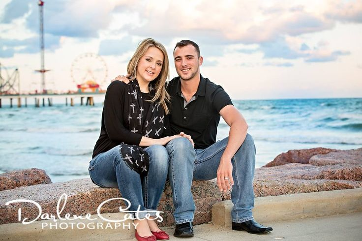 Engagement Poses, Engagement Photography, Galveston Pleasure Pier