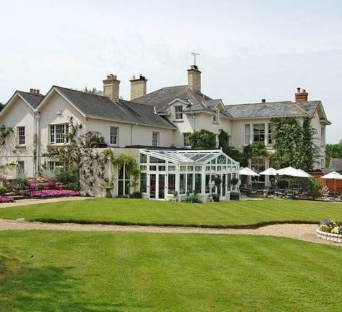 Summer Lodge Country House Hotel, Restaurant and Spa - Evershot, United Kingdom - 24 Rooms - Savoir Beds