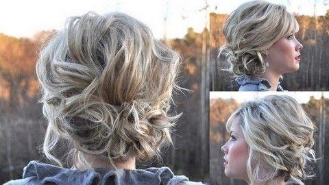 La technique : - Si besoin, vous pouvez commencer par crêper vos cheveux à l'aide d'un peigne fin par en dessous à l'arrière de la chevelure (sans baisser la tête en avant) pour décoller les racines et donner plus de volume. - Attachez ensuite deux mèches d... http://beautiful-boucles.com/comment-faire-un-chignon-boucle-style-decoiffe-tutoriaux-videos-et-photos/