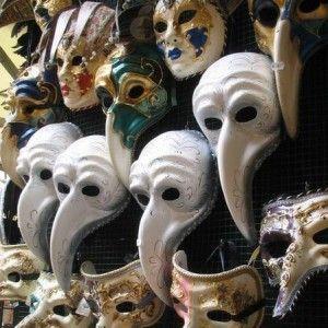 Het Venetiaanse masker maken als carnavalsmasker