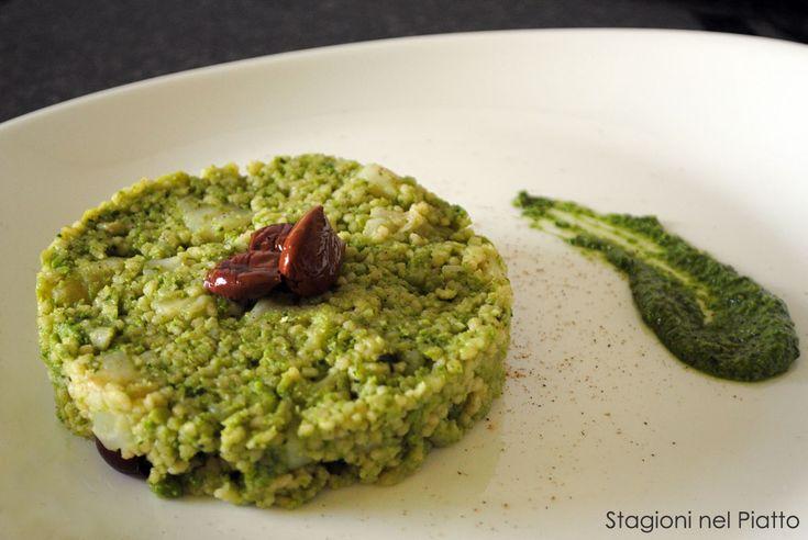 Cous cous al broccolo romanesco e mandorle, un primo piatto dal sapore fortemente autunnale. Semplice da preparare e da gustare caldo o tiepido