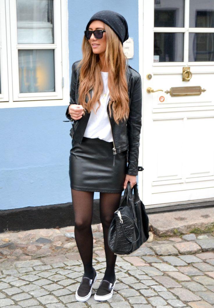 透け感のある黒ストッキング♡大人かわいいストッキングコーデ♪スタイル・ファッションの参考にしてみてください☆