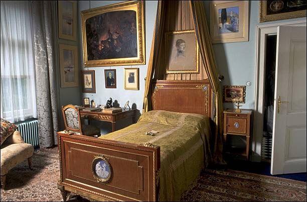 Wilhelm' room in Huis Doorn, a portrait of Dona hangs over the bed.
