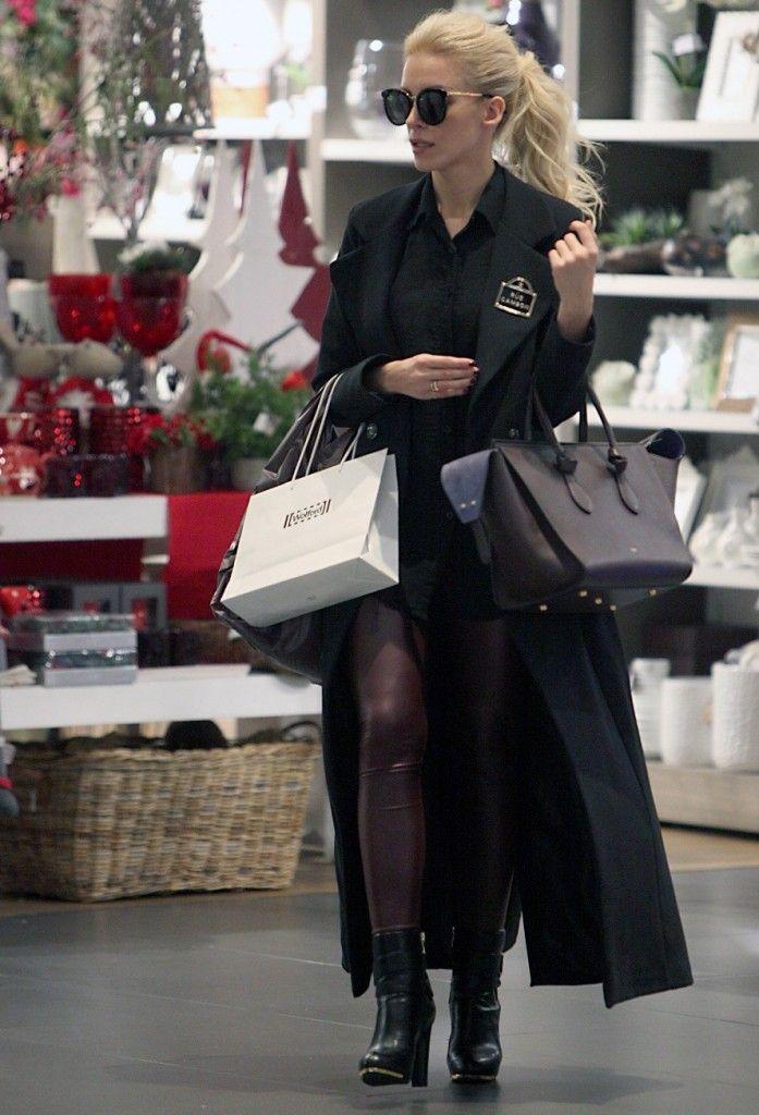 Κατερίνα Καινούργιου: Με ultra tight δερμάτινο κολάν και ιδιαίτερα ankle boots - JoyTV