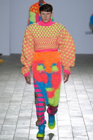 Rachel Choi. Central St Martins BA Fashion Show.  Image courtesy catwalking.com