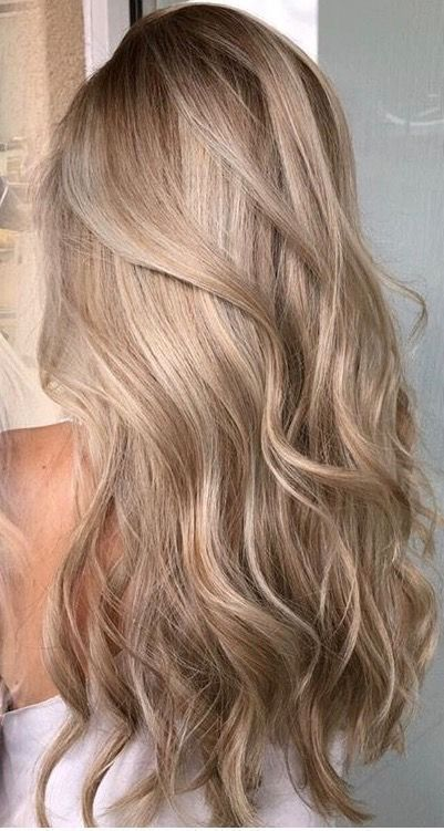Copper rose gold blonde hair super long and wavy, love how soft and shiny her hair looks. Perfect casual hair.