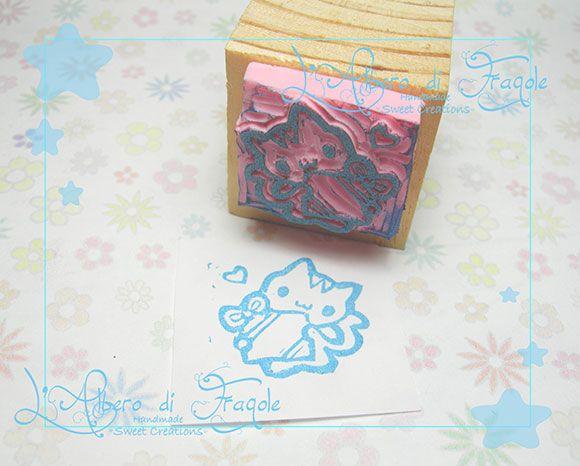 Timbro in legno realizzato a mano con gattino. Handmade wood stamp with cat.