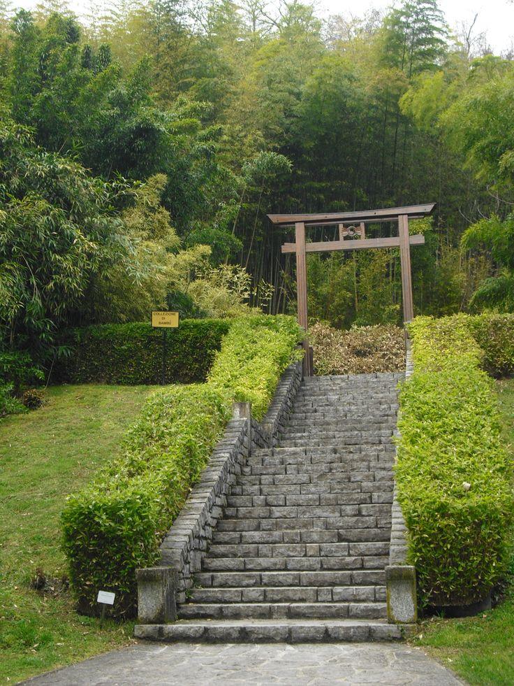 The entrance of the japanise garden in Villa Carlotta.