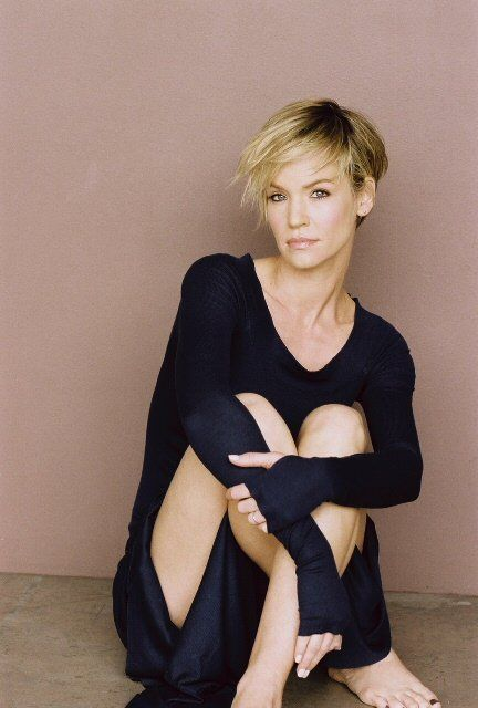 Ashley Scott - love her haircut here!