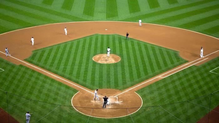How far apart are the bases on a baseball diamond?