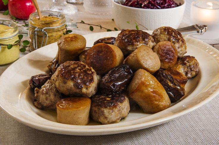 Familiens medisterkaker: Den milde smaken av medisterkaker er et perfekt følge til kraftig juleribbe. Revet løk setter en ekstra spiss på medisterkakene.