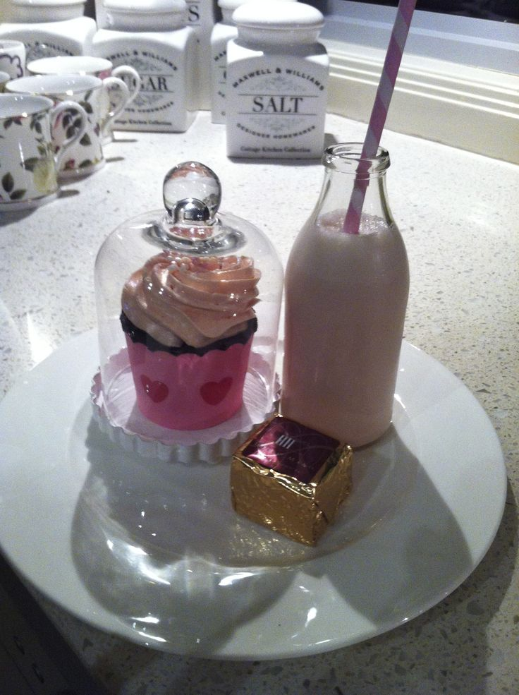 Cupcake with strawberry shake& decadent brownie
