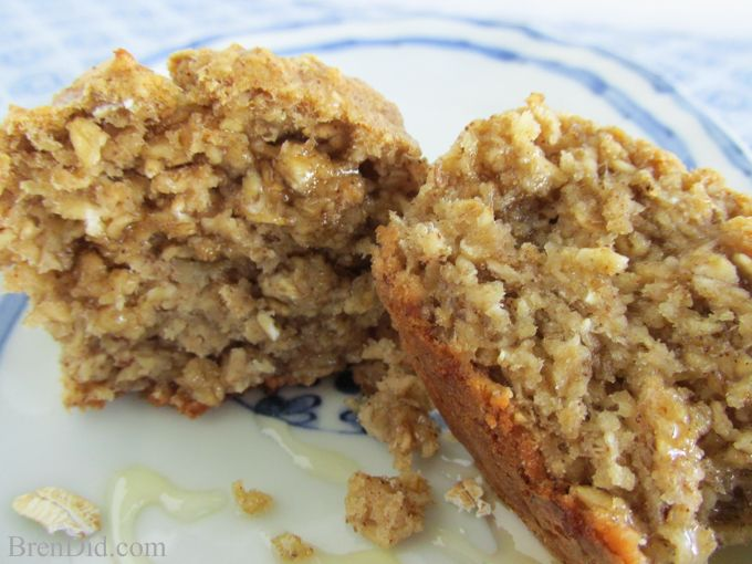 No Flour, Sugar Free, Oil Free Healthy Oatmeal Muffins Recipe | http://brendid.com/healthy-oatmeal-muffins-no-flour-no-sugar-no-oil/
