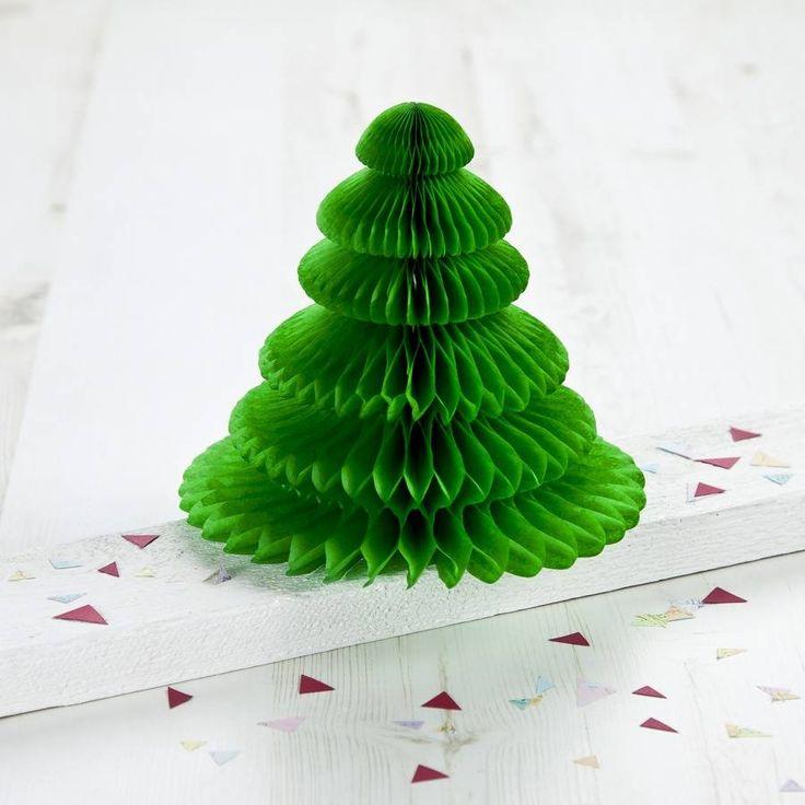Kleiner Tischdeko-Tannenbaum aus Wabenpapier