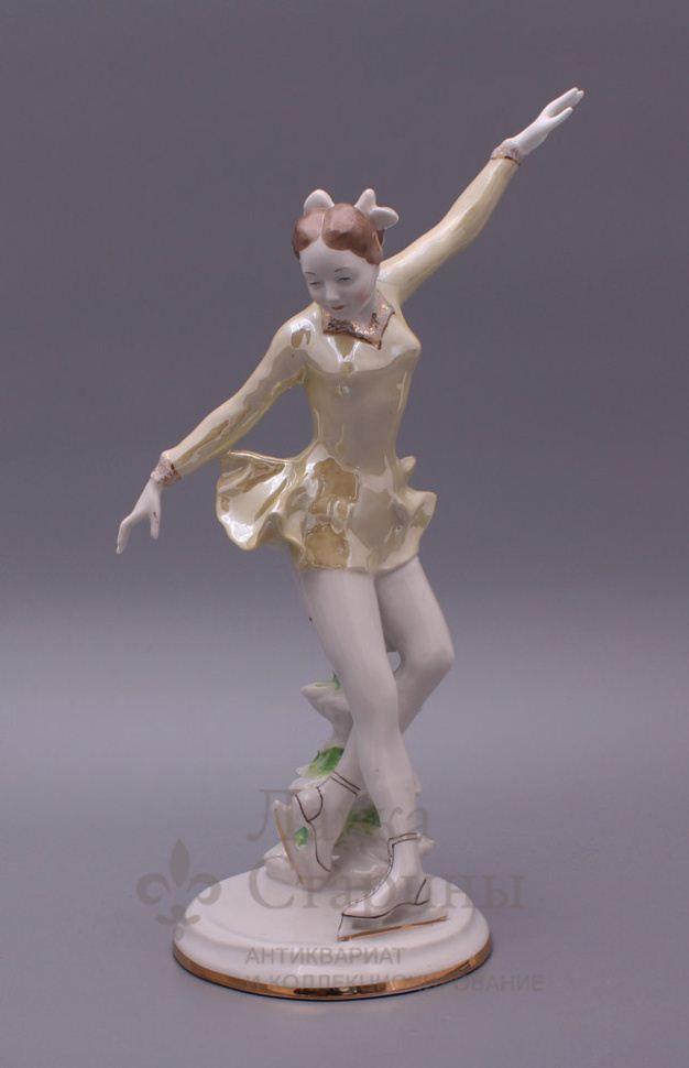Советская фарфоровая фигурка «Фигуристка», Дулево, скульптор Таёжная О. П., 1959 г.