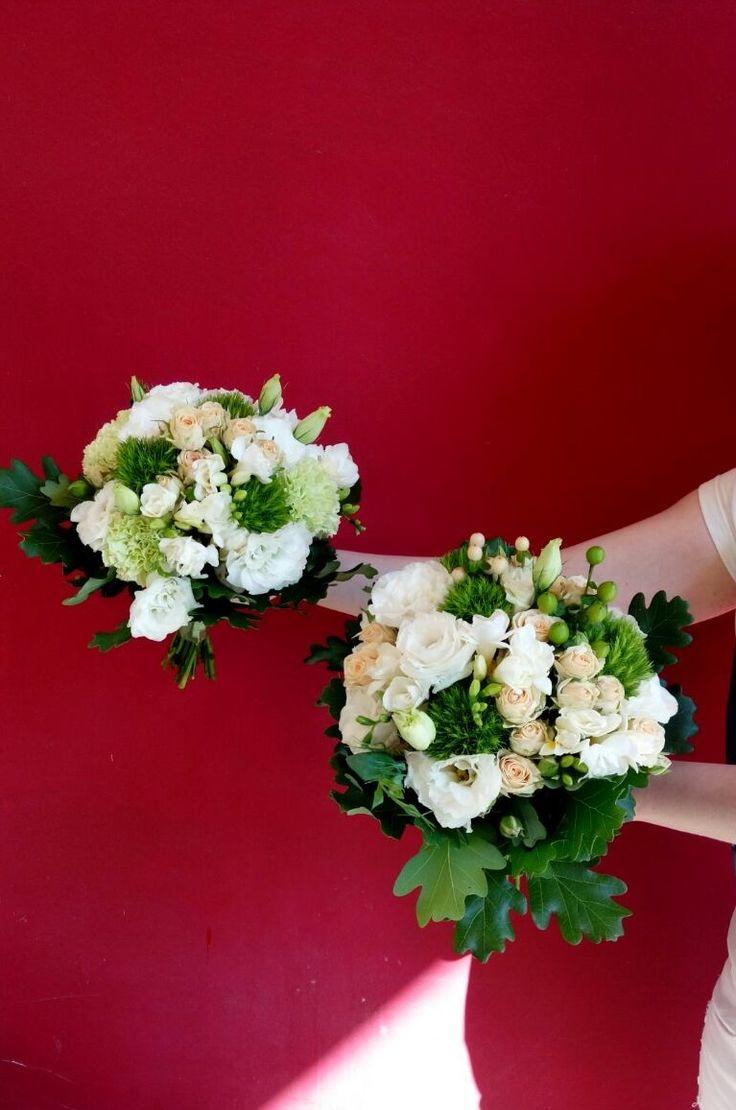 Нежные, классические букеты для невесты и ее подружек))  #vivarosa #создаемнастроение #днепр #доставкацветов #весьмир Сделать заказ :point_right: 050-362-35-55