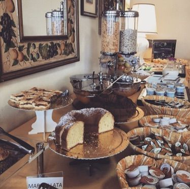 Buffet con i dolci / Sweet buffet with cakes