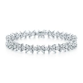 Victoria alternating bracelet of diamonds in platinum.