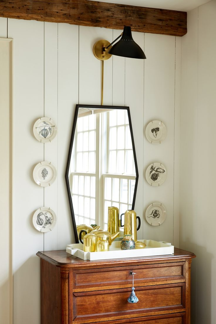 Love this eclectic mix of modern and traditional decorative accents!
