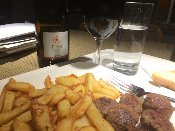 Παρασκευη βραδυ, σπίτι με Fleva Σκούρα! http://www.houseofwine.gr/how/fleva.html