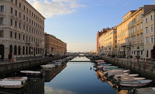 Was die Region Friaul Julisch Venetien für einen Urlaub in Italien anzubieten hat. Reiseziele, Sehenswertes, Highlights, Naturschutzgebiete, Strände und regionale Küche. http://www.italien-inseln.de/italia/friaul-julisch-venetien-friuli-venezia-giulia/urlaub.html