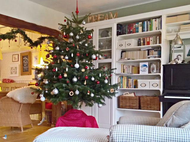 Frohe Weihnachten! - Wolkje  Unser weihnachtliches Wohnzimmer mit Christbaum, Tannengirlande und dem neuen Klavier