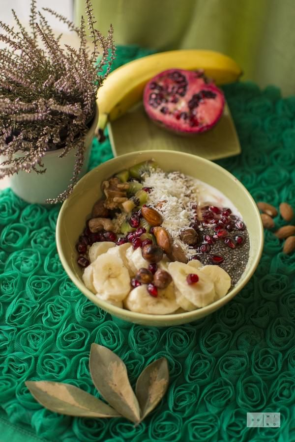 Quinoa bowl with chia seeds, nuts and fruits | dooseet
