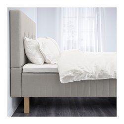 IKEA - BEITSTAD, Säng med huvudgavel, Skaun fast/Tromsdalen naturfärgad, 180x200 cm, Burfjord, , Om du sitter och läser eller tittar på tv i sängen ger den mjuka huvudgaveln ett skönt stöd.Naturmaterial som naturlatex och bomull transporterar bort fukt och ger ett mycket behagligt sovklimat med jämn temperatur.Pocketresårer avlastar din kropp och håller din ryggrad rak.5 komfortzoner ger ett mycket följsamt stöd och minskar trycket på dina axlar och höfter.Stretchtyget följer din kropps…
