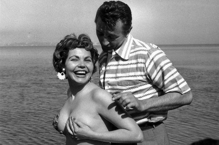 British actress Simone Silva & American star Robert Mitchum (1954)