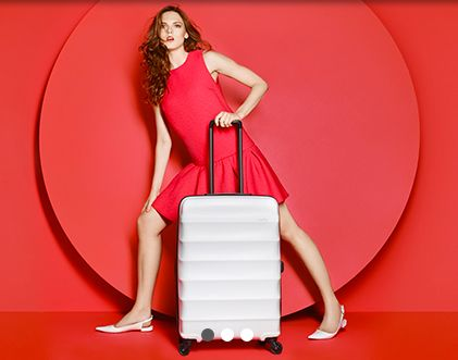 At the striking new Antler HQ in the heart of the almost unrecognizable, redeveloped King's Cross, London we saw the unveiling of the new, revamped Antler Luggage.   The prestigious, world-renowned heritage brand now offers a fresh, modern reinvention focusing on Great British Design. Thi