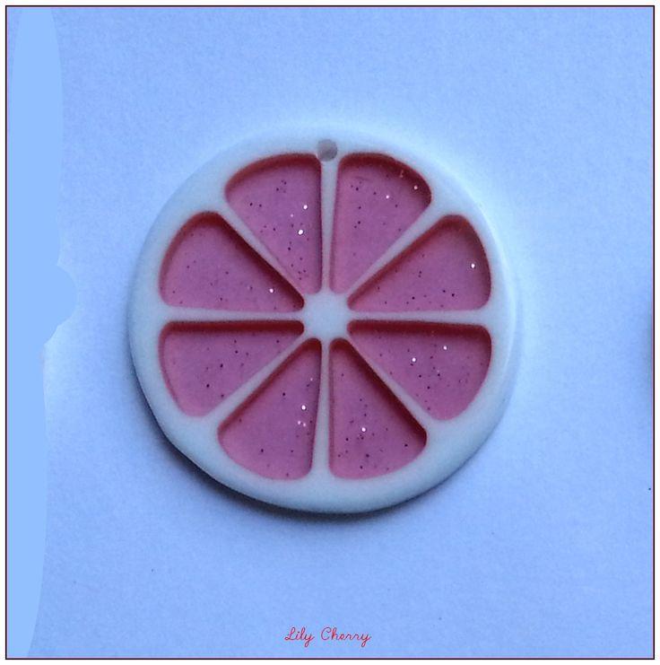 Pendentif rondelle de fruit transparente résine paillette ROSE PAMPLEMOUSSE CLAIR x1 : Fruits, légumes par lilycherry