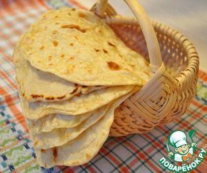 Мексиканская тортилья... Ингредиенты: Вода (Горячая) — 1 стак. Жир (я брала сливочное масло, можно маргарин) — 50 г Мука пшеничная — 3 стак. Соль — 1 ч. л
