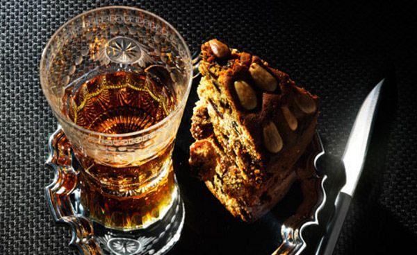 Brood en cake passen bij de sobere Schotse levensstijl en komen dan ook veel voor in de Schotse keuken. Deze Schotse fruitcake met noten kun jij ook prima maken. In