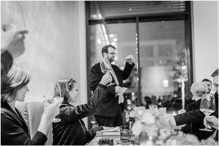 Hochzeitsfeier im Restaurant Ven in Düsseldorf, Rede Trauzeuge, Foto: Violeta Pelivan