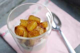 Eerst Koken: Zelfgemaakt vanille-extract + Gekarameliseerde ananas met vanille en Griekse yoghurt