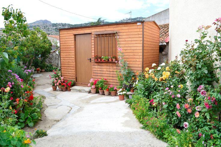 Ksetas, con teléfono 902 430 944, es una empresa que se dedica al alquiler y venta de casetas para viviendas modulares prefabricadas.