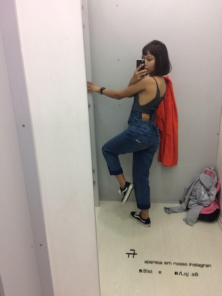 Body com amarração nas costas+mom jeans+Vans old scool