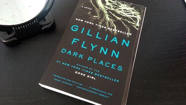 Reseña del thriller psicológico Lugares Oscuros, escrito por Gillian Flynn.  La llamada del kill club | reseña | literatura