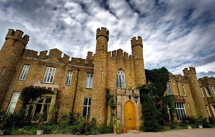 Férias no Castelo Augill: no norte da Inglaterra, o castelo vitoriano é uma viagem no tempo. Preço: US$ 152 por noite para um quarto (cerca de R$ 470) ou US$ 9.856 por noite pelo castelo inteiro (cerca de R$ 31.000) - Saiba mais: airbnb.co.uk/rooms/13253