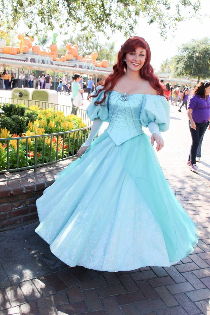 Ariel's new look.  I met this actress last time I was there and loved her.  She nicely blended being Ariel and also being relatable and realistic; not too stiff