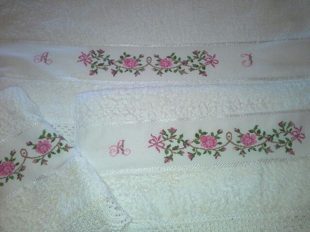 Toallas bordadas a punto de cruz y personalizadas