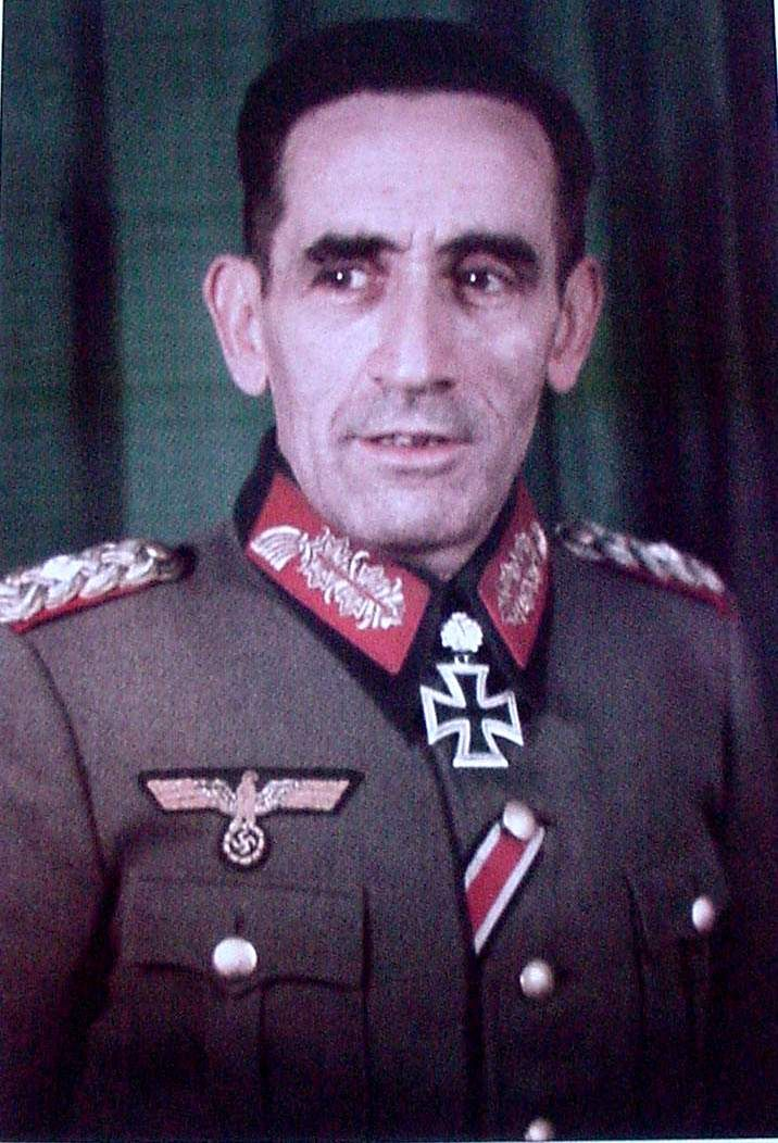 General Agustin Muñoz Grandez, first head of the Blue Division decorated with the Knights Cross with oak leaves. Photo by Walter Frentz