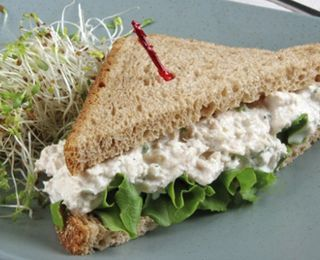 The BEST Tuna Salad... this recipe actually sounds good.