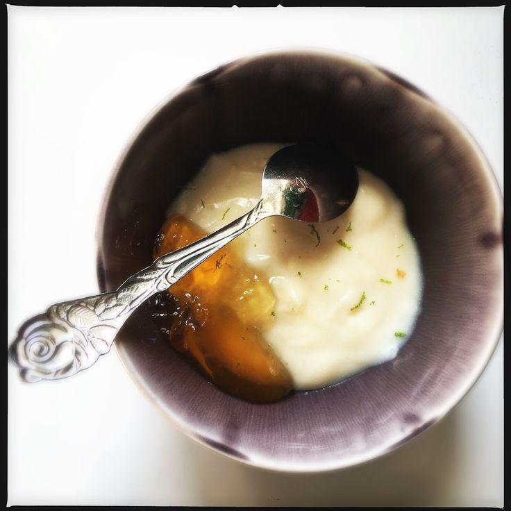 Crema di mandorle e yogurt di soia con gelatina di frutto della passione e lime