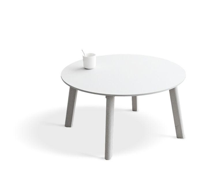 Copenhague Deux CPH250 är ett soffbord från HAY, med design av bröderna Bouroullec. Soffbordet går att få i ett runt och ett rektangulärt utförande. Precis som övriga serien kan du även här välja mellan ben och ram i massiv ek eller bok. Ytbehandlingen för ekborden är mattlackad, medans bok går att få antingen obehandlad eller målad i någon av fem färger. Observera att målad bok kommer i samma färg som bordsskivan.