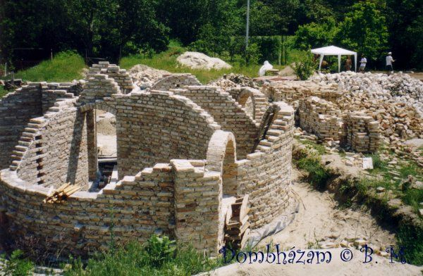 Egy mesebeli dombház épült a Szentendrei-szigeten második oldal