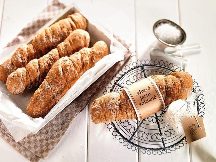 Bez chleba nejde žít - a vlastnoručně upečený chutná nejlíp. Domácí chléb ve tvaru kořene vážně nic nepřekoná. Vyzkoušejte a přesvědčte se sami, že je to pravda.