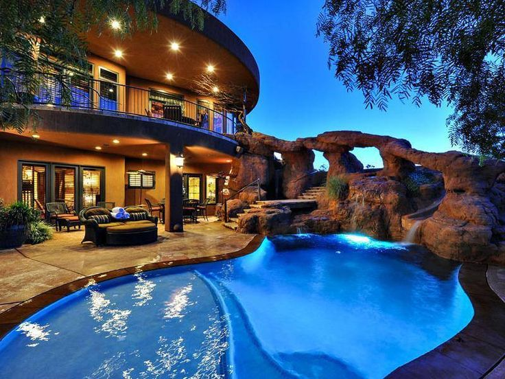 Luxury life backyard pool id be all over that rock for Fancy swimming pool designs