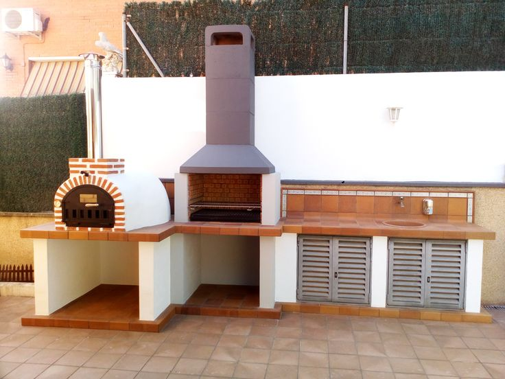 Horno de barro acabado tradicional en Barcelona. Horno de leña con barbacoa por Hornos de Leña Baratos.
