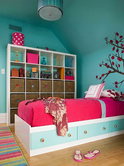 A beautiful and bright girls bedroom! The cube storage space is great for all of your girls toys, stationary, clothes and even shoes. Get this look with Mocka.